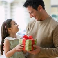 Что подарить папе на день рождения или другой праздник?